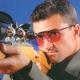 スポーツとしての射撃(クレー射撃)に適したメガネ。