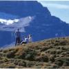 ハイキング時など室外の紫外線から子供の目を守ろう。