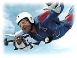 スカイダイビング用ゴーグル。パラシュート降下時の風、埃、塵 から目を守るために使用する