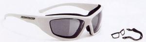 バイク用度入りゴーグルは眼鏡をかけてバイクを乗るよりもで目の渇きが気になりません。