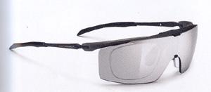 度入りスポーツグラスに適した跳ね上げメガネフレームは、ゴルフ時にとても便利なスポーツメガネ。