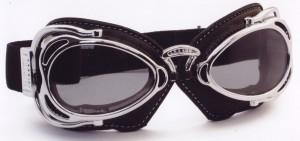 オートバイ時のメガネ装用は煩わしいことも多く、度付きオートバイ用メガネをご提案。