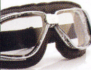 スクーター時のメガネ装用は煩わしいことも多く、スクーター用ゴーグル度入りをご提案。