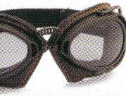 オートバイ時のメガネ装用は煩わしいことも多く、度つきオートバイ用メガネをご提案。