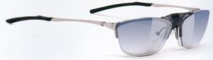 度付きスポーツグラスに適した跳ね上げメガネフレームは、ゴルフ時にとても便利なスポーツメガネ。
