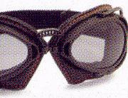 バイク時のメガネ装用は煩わしいことも多く、度つきバイク用メガネをご提案。