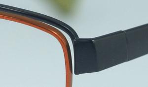 スポーツグラスに適した跳ね上げメガネフレームは、登山時にとても便利なスポーツメガネ。