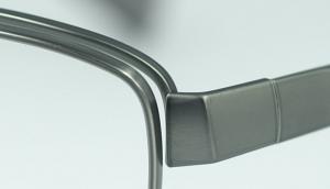 スポーツグラスに適した跳ね上げメガネフレームは、ウォーキング時にとても便利なスポーツメガネ。