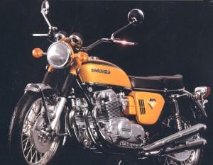 風の巻き込みを考慮したオートバイ用度入りサングラスは、スポーツグラス専門店にご相談下さい。