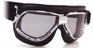 バイクどきのメガネ装用は煩わしいことも多く、バイク用ゴーグル度つきをご提案。