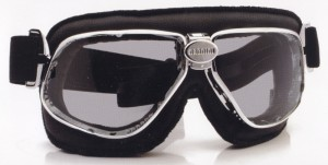 スクーター時のメガネ装用は煩わしいことも多く、スクーター用メガネ度入りをご提案。