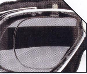 バイク時のメガネ装用は煩わしいことも多く、バイク用ゴーグル度入りをご提案。