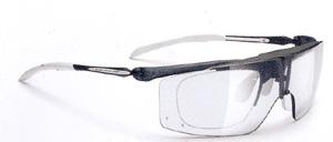 度入りスポーツグラスに適した跳ね上げメガネフレームは、登山時にとても便利なスポーツメガネ。