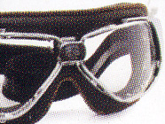 オートバイ時のメガネ装用は煩わしいことも多く、オートバイ用ゴーグル度入りをご提案。