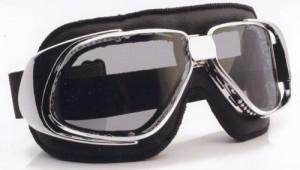 スクーター時のメガネ装用は煩わしいことも多く、スクーター用ゴーグル度付きをご提案。