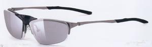 スポーツグラス度付きに適した跳ね上げメガネフレームは、ウォーキング時にとても便利なスポーツメガネ。