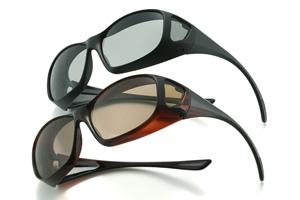 眼鏡をかけなければならない方に登山に適した度つきサングラスがあります。