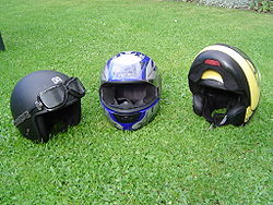オートバイ用度つきサングラスに適したバイクサングラスは風の巻き込みを防ぐ事が大切です。