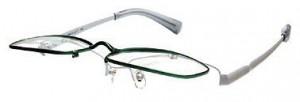 スポーツグラスに適した跳ね上げメガネフレームは、釣り時にとても便利なスポーツメガネ。