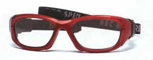 メガネをかけてスポーツを行う時の目の怪我を予防する度入りゴーグルのご提案メガネ店。