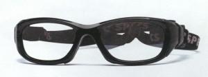 眼鏡をかけてフットサルを行う時の目の怪我を予防する度つきゴーグルのご提案眼鏡店。