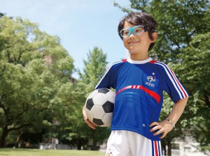 安全なサッカーどきの子供用度付きスポーツゴーグル