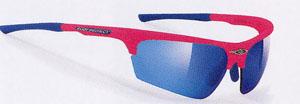 こどもに適したテニス用度入りサングラスは、ふだん用のサングラスとしても装用できます。
