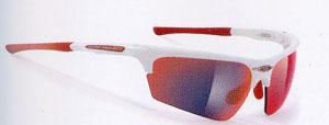 偏光レンズと調光レンズを組み合わせた子供用テニスサングラスの度つきをご提案。