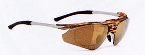 スポーツサングラスには登山に適した登山用サングラス度つき、眼鏡があります。