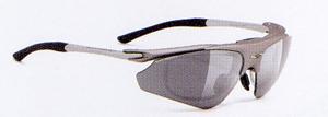 スポーツサングラスには登山に適した登山用サングラス度付き、めがねがあります。
