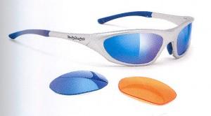 トラシアスロンはスポーツの中でも過酷なスポーツで、長時間の環境下にも対応できるサングラスをお奨め。