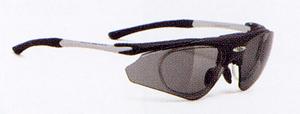 スポーツサングラスにはスポーツに適したスポーツ用度つきサングラス、めがねがあります。