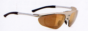 スポーツグラスには登山に適したスポーツ用サングラス、メガネがあります。