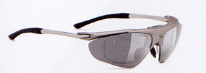 スポーツグラスには登山に適したスポーツ用サングラス、眼鏡があります。