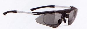 スポーツサングラスにはスポーツに適したスポーツ用サングラス度つき、めがねがあります。