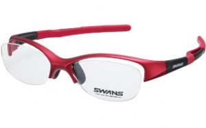 スポーツメガネフレームは激しい動きや発汗、天候、風などを考慮して設計されています。