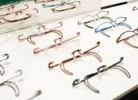 スポーツグラスの選び方は、軽い、ズレにくい、丈夫なメガネが理想ですが・・・