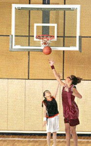 バスケットボールどきの保護メガネの装用イメージ