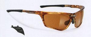 度付きのトレッキング用サングラスフレームにはサイドの太陽光をカットする設計が必要。