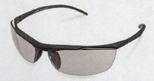 テニスに適したサングラス選びは、フレーム素材やレンズ素材と共に設計も大事です。