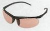 テニスに適したサングラスの中には小顔の女性にフィットするように小さめに設計されたモデル。