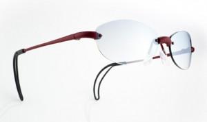 女性向きのテニスメガネは、とてもおしゃれで軽いテニスに適したテニス用メガネです。