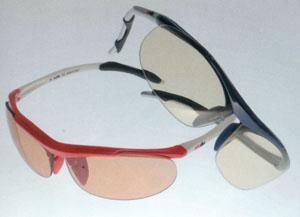 ジュニア用スポーツグラスサングラスは子どもの激しいスポーツの動きを考慮して制作しました。