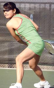 テニス時のスポーツサングラスにはテニスに合ったサングラスフレーム、レンズがあります