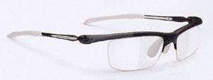 メガネを掛けている方が、スポーツをする時に適したメガネはスポーツメガネ専門店で