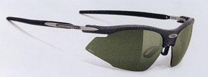 サングラスにとってレンズの性能がとても重要で、特にスポーツサングラスにおいては快適さが違います。