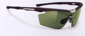 スポーツサングラスの選び方として、競技に合った選び方が重要、例えばゴルフ用サングラス。