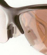 ジュニア用ゴルフサングラスで眼鏡が必要な方に、インナーフレームを挿入可能モデル。