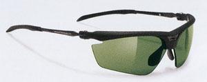ゴルフにはゴルフに適したゴルフサングラスがあります。眩しさ、ギラツキなどを防ぎ視界スッキリ。