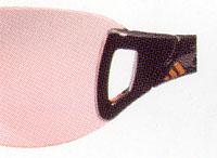 スポーツサングラスには、テニスに適したサングラスがプレーの向上に役立ちます。
